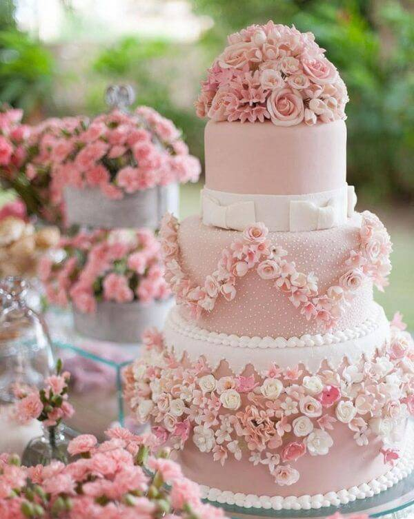 Fake wedding cake with mini flowers