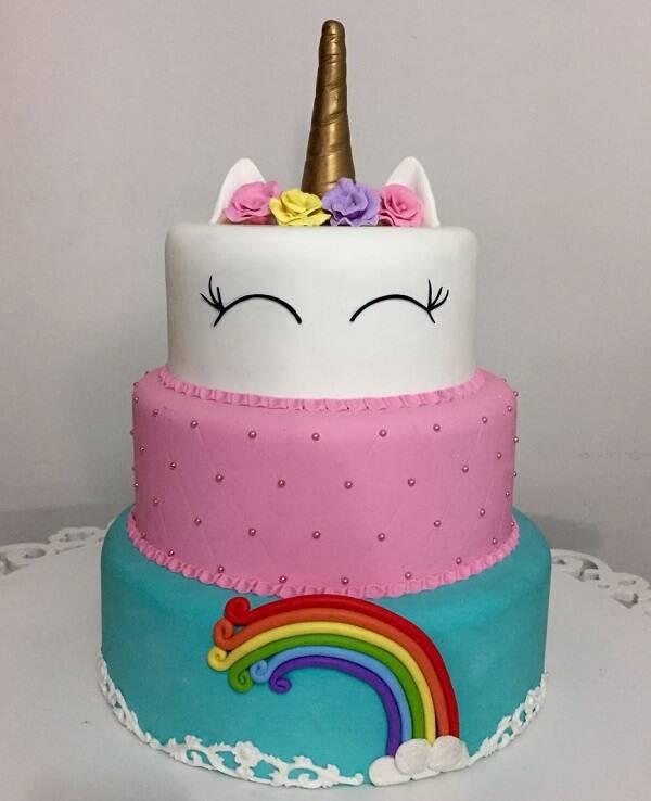 Unicorn fake cake model