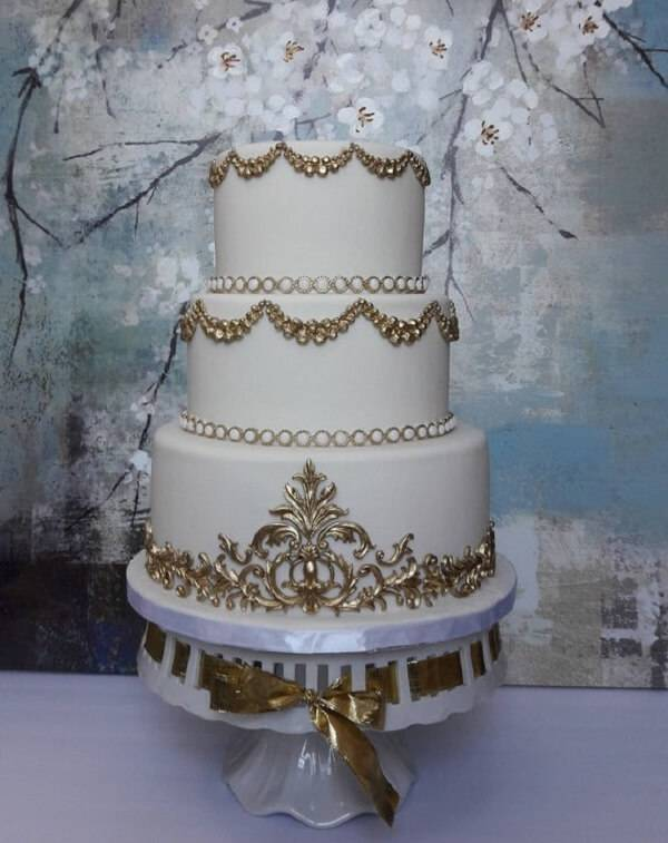 Cake fake model with gold details