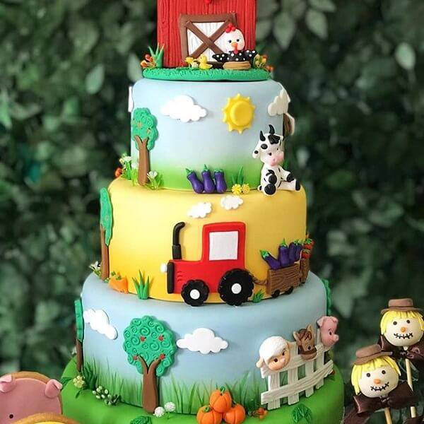 Farm cake with several floors enchants by the details