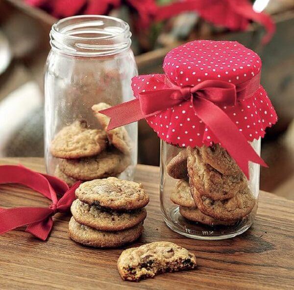 Christmas souvenir pot with cookies