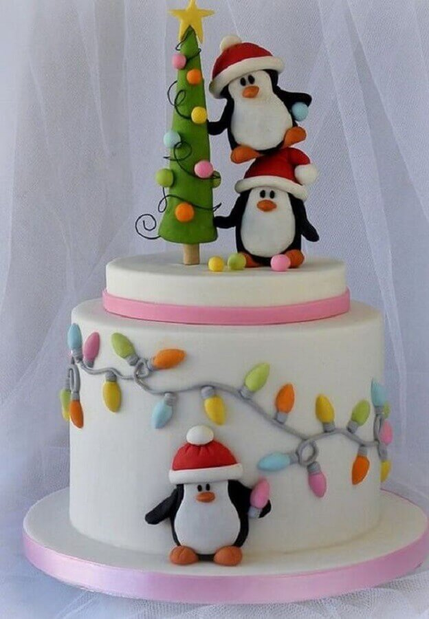 christmas cake decorated with american children's folder with penguins Foto Hasshe