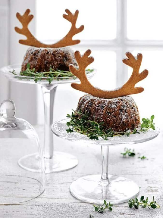 simple christmas cake decorated with reindeer horn shaped biscuit Foto Foodyolla