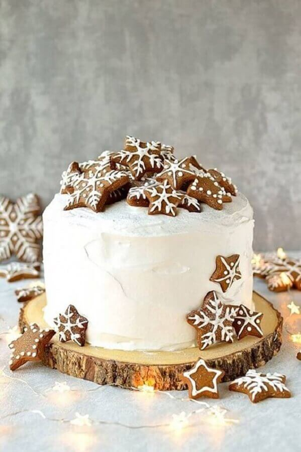 Christmas cakes decorated with whipped cream and star biscuits Photo Danielle Noce