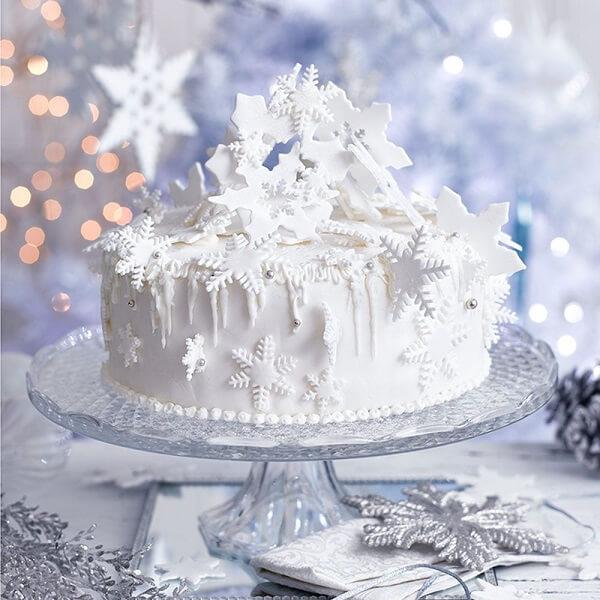 The white Christmas cake sends us snow