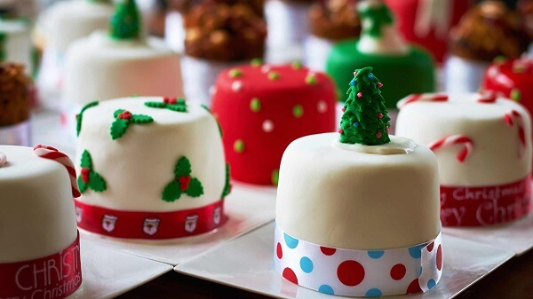 The Christmas mini cake is very successful