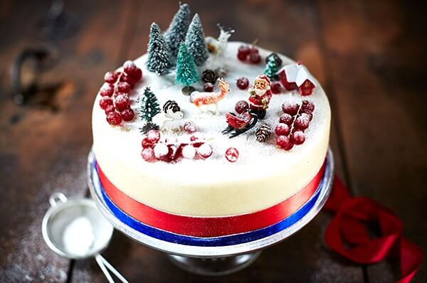 The top of the Christmas cake gets delicate decorations