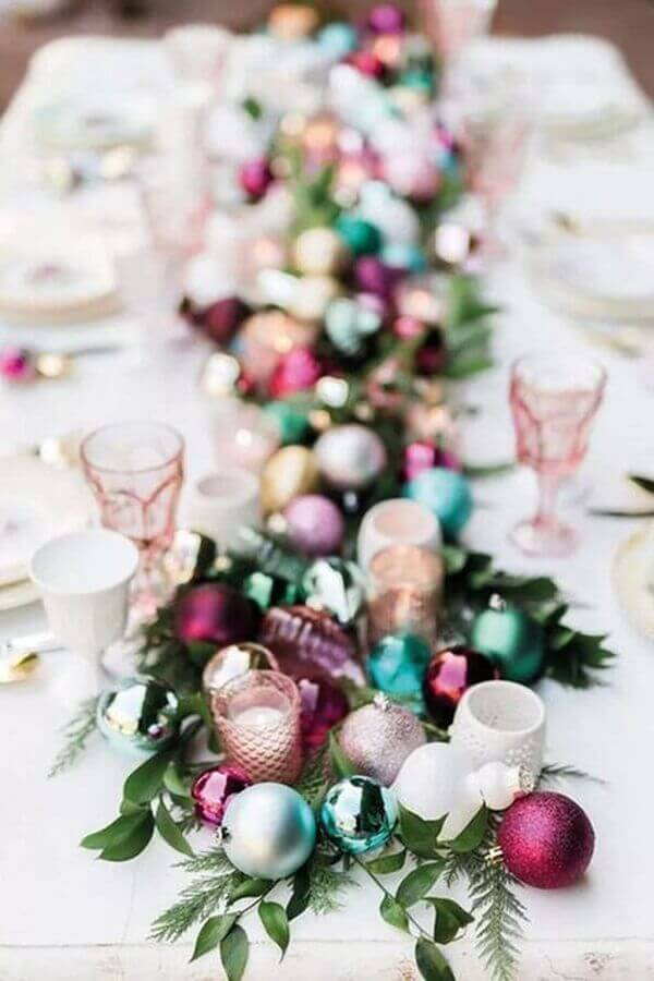 ideas for decorating Christmas table with colorful Christmas balls Photo Home Beautiful