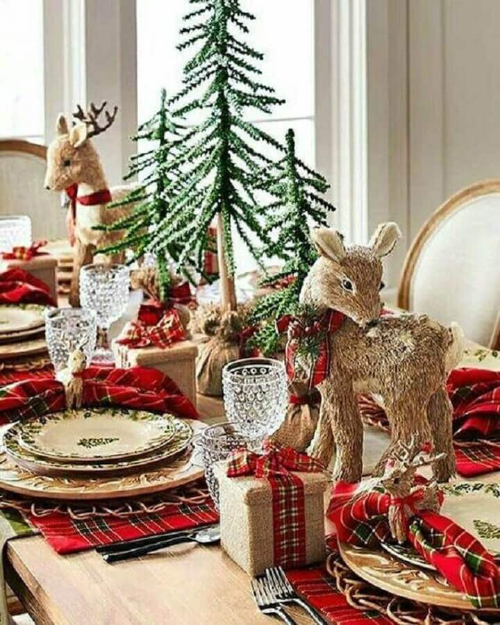 ideas for decorating Christmas table with small decorative reindeer Photo Christmas Glitter