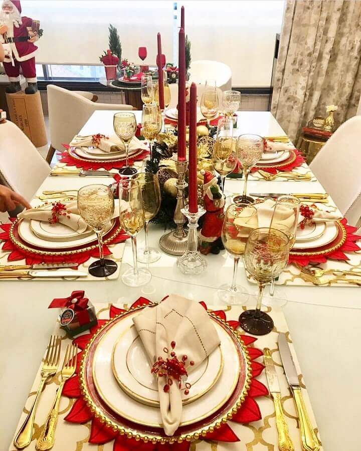 ideas for decorating red and gold Christmas table Photo My Home 402