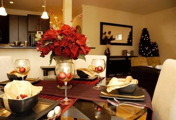 Christmas flower for dinner table