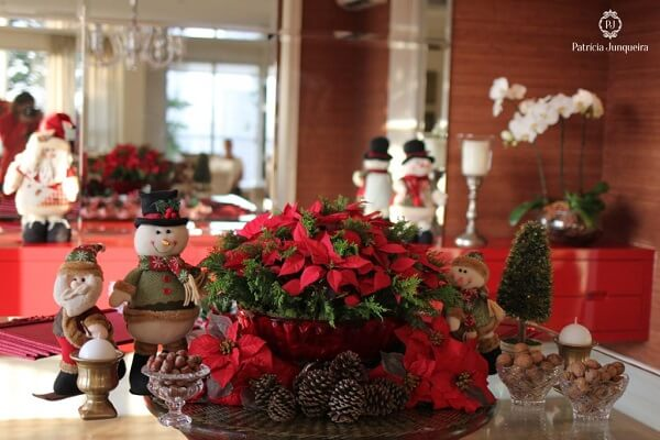 Special arrangement formed with Christmas flower