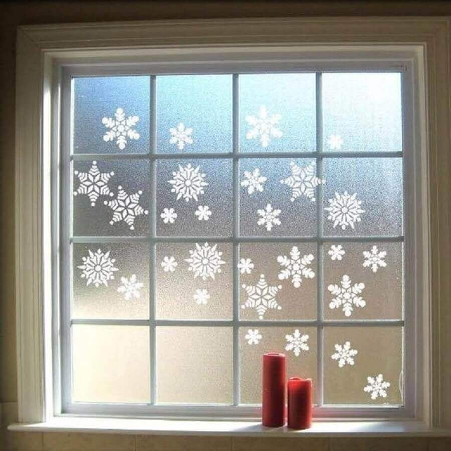 Snowflakes are great Christmas window decorations