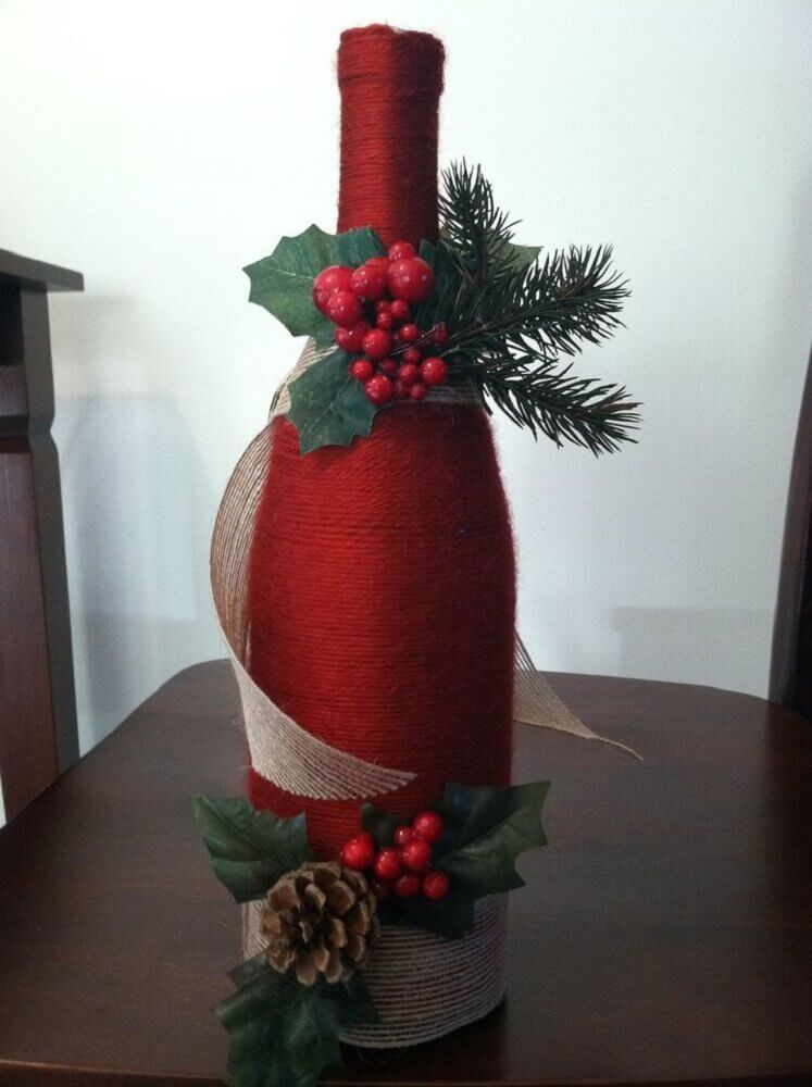 You know that bottle of wine you have at home? It can become a beautiful Christmas ornament