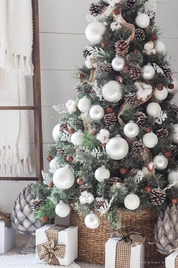 Christmas tree with decorative balls and ribbons