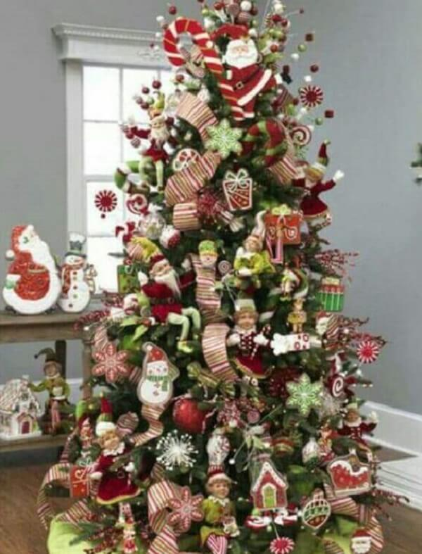 Christmas tree with Santa Claus ornament and little presents