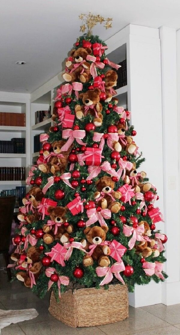 Cuddly bears decorate the Christmas tree