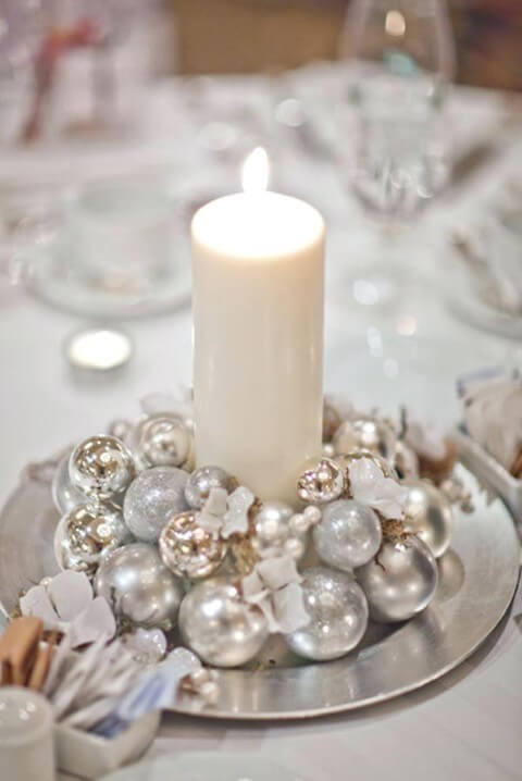 Christmas dinner table in shades of white and silver Photo by Tactac
