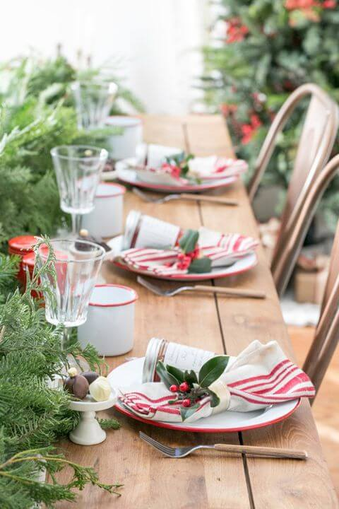 Christmas dinner table with cloth napkins Photo by House Beautiful