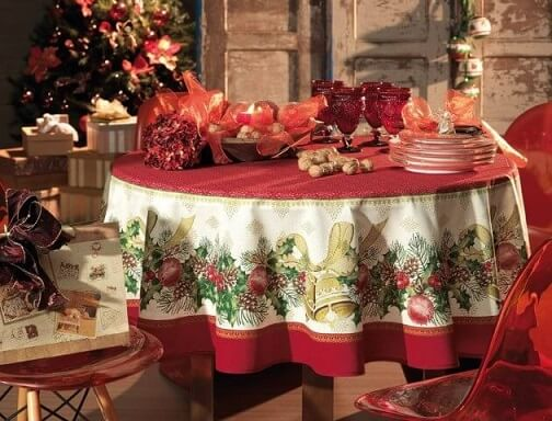 Christmas dinner tablecloth Photo by Karsten