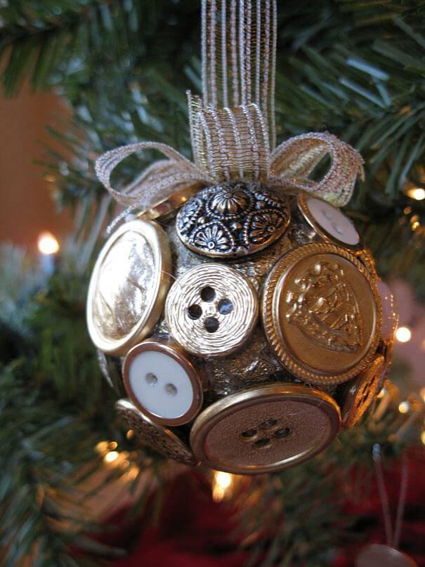 buttonhole Christmas balls