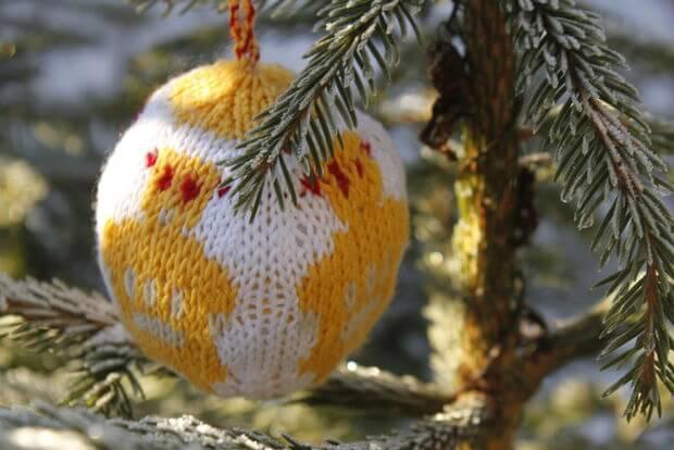 trico Christmas balls