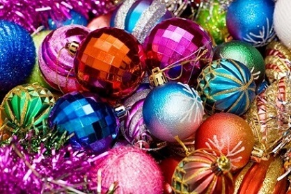 Colorful Christmas balls looking like party globes Photo by Que Andan Diciendo