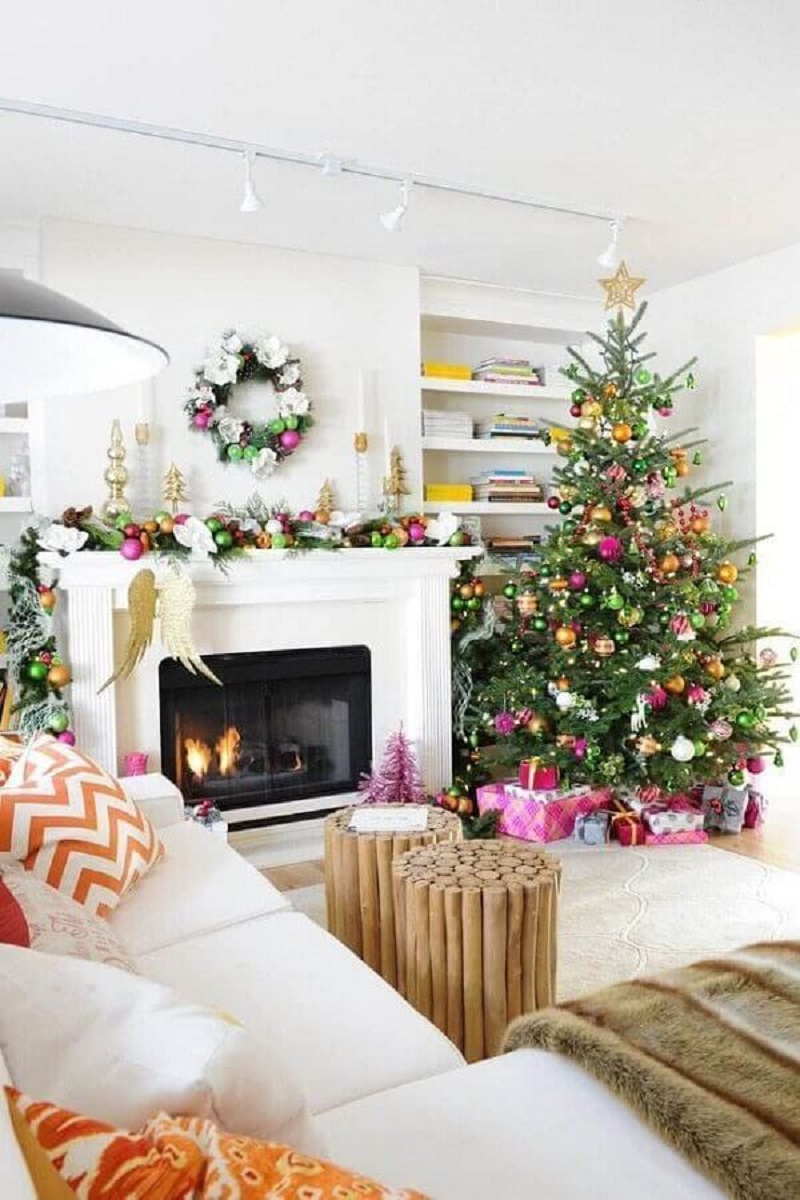 Christmas decorative tips for living room decorated with colorful balls Photo Architectures Ideas