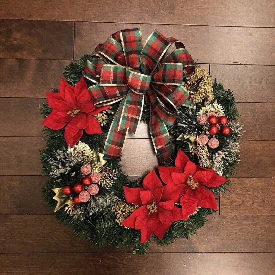 tips for traditional Christmas decorations with garland for Photo Branch and Bloom door