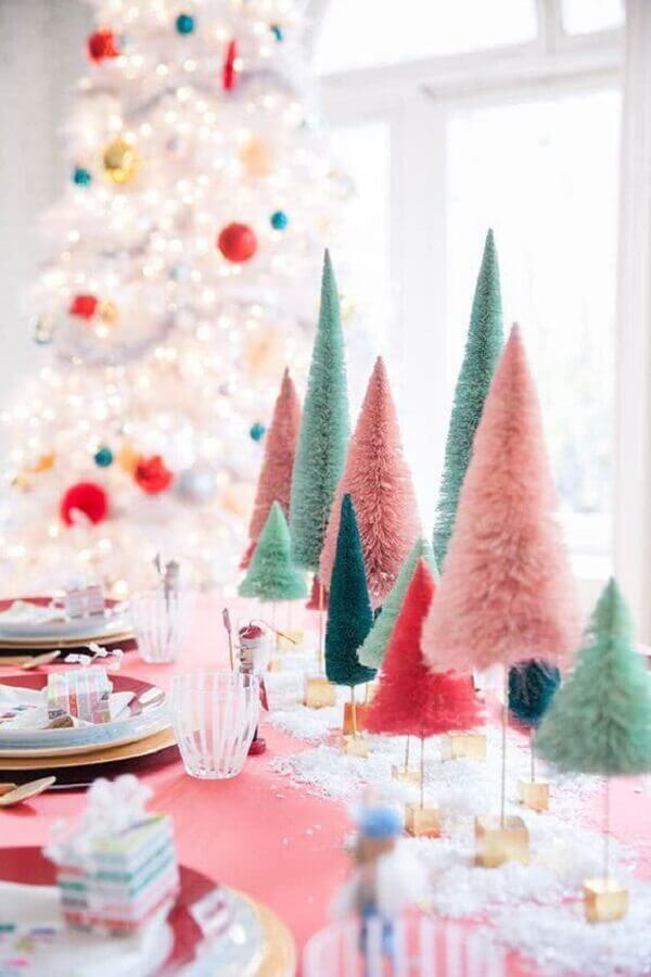 Christmas table ornament with colorful pine trees Foto Pinterest