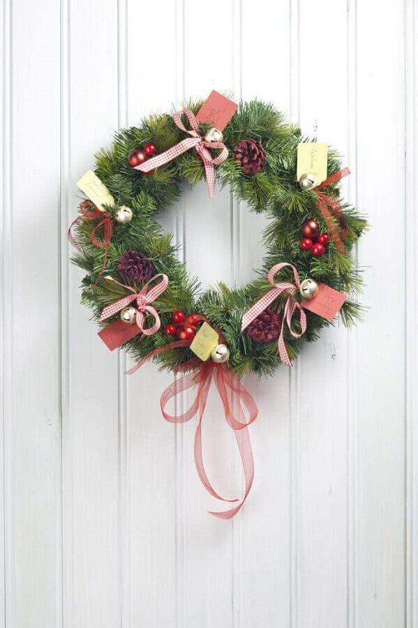 Christmas ornament for door Photo Elle Decor