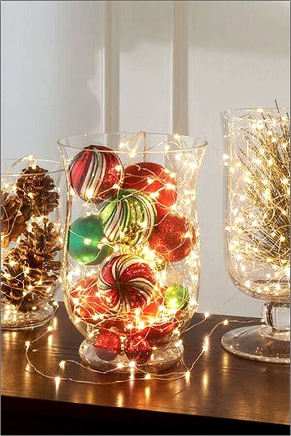 Christmas decorations made in glass vases with pinecones and flashes Photo Centerpiece Inspiration