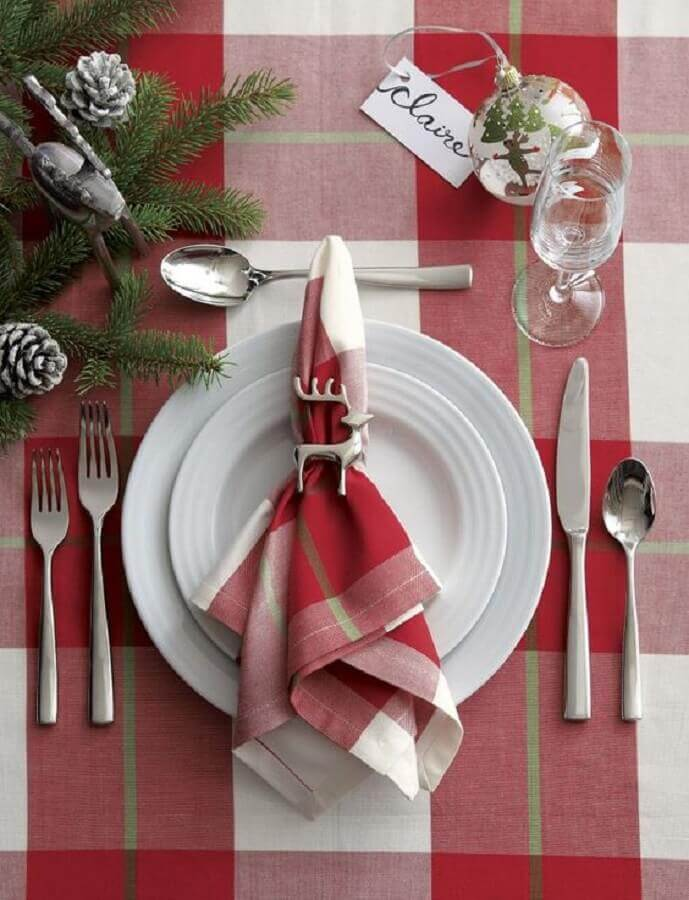 Christmas table decorations with red chess towel Foto Crate and Barrel