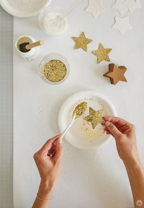 How to make golden new year's eve star