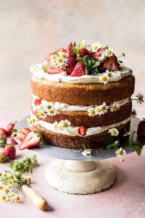 Cake for reveillon supper