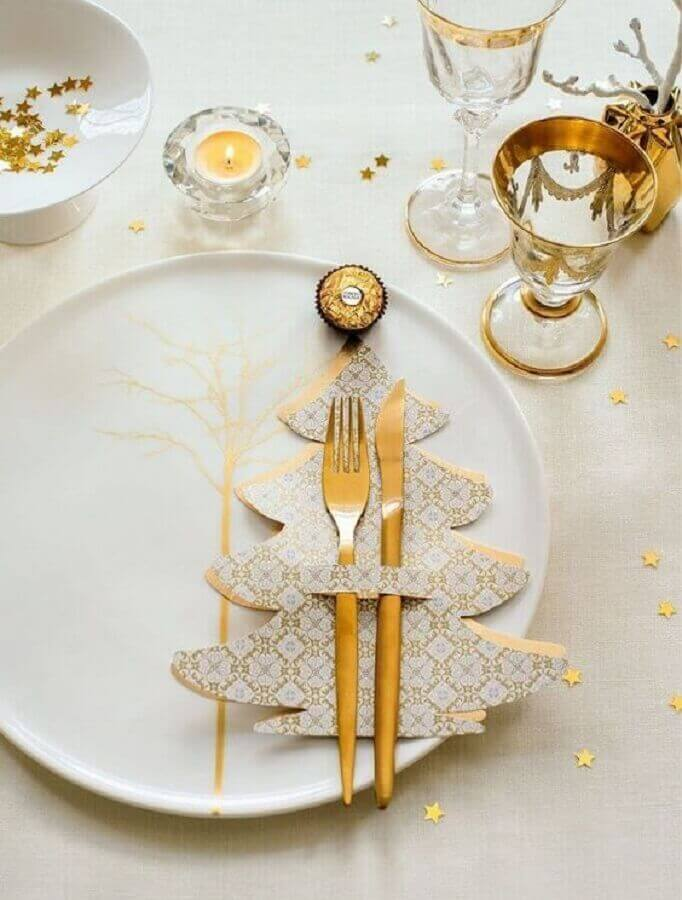 white and gold decorated christmas table Photo Christmas Glitter
