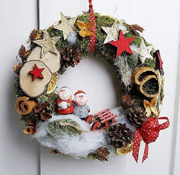 Christmas wreath that enchants the entrance of home