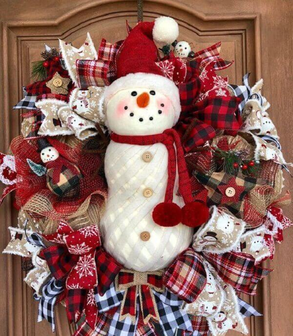 Christmas wreath in shades of red with snowman