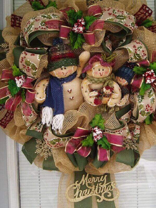 Christmas wreath with jute fabric and ribbon bows