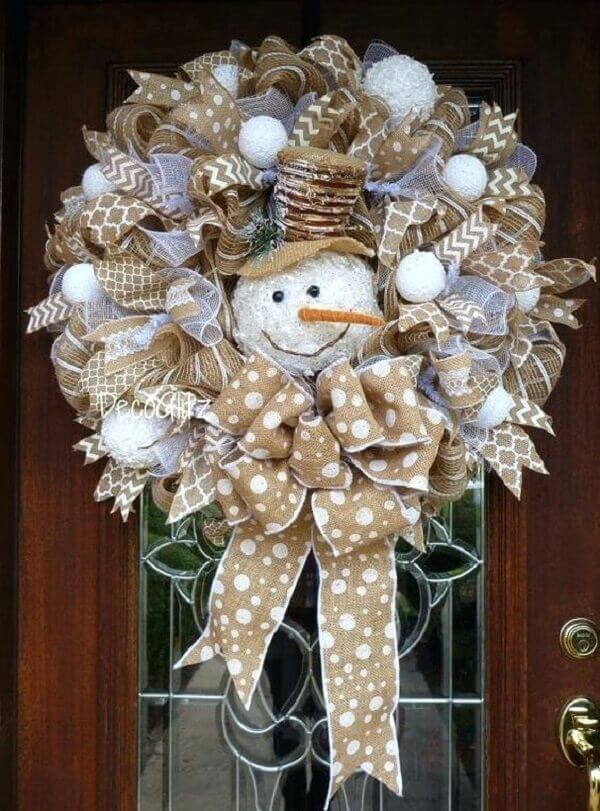 Christmas wreath with jute fabric and snowman