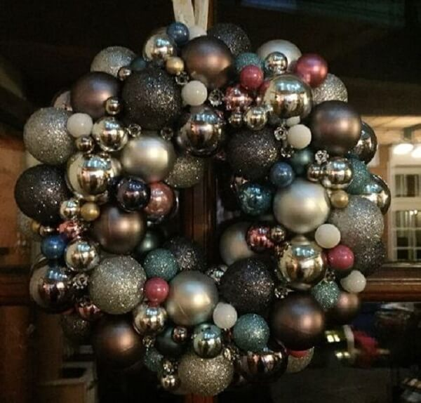 Christmas ornament with balls in different sizes