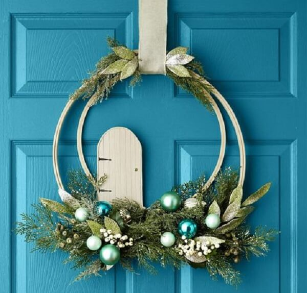 Christmas wreath for simple and delicate Christmas