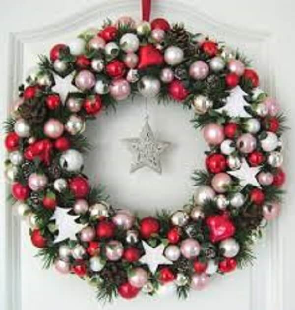 Christmas wreath made of polka dots and silver star