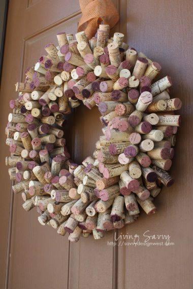 Christmas wreath with many corks diy