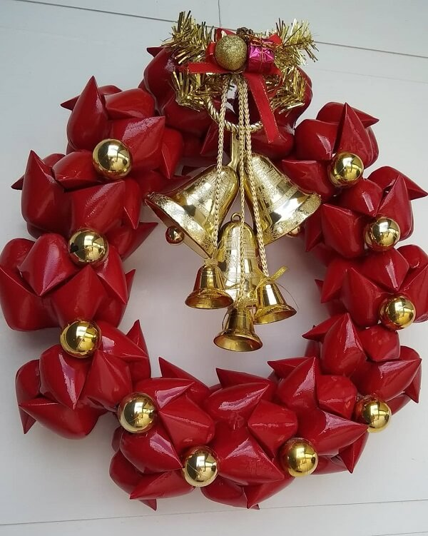 Christmas wreath in red and gold