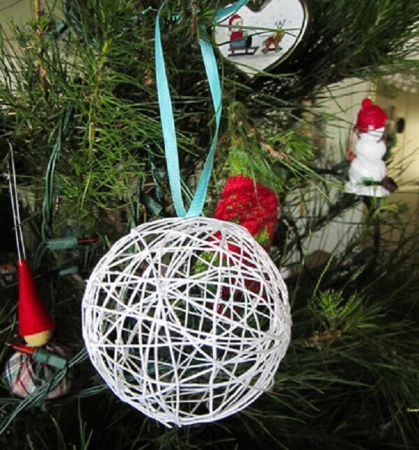 String trimmings Christmas craft