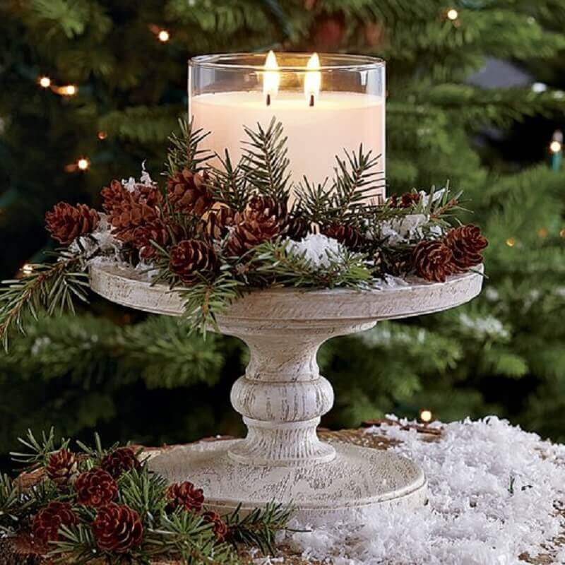 Christmas arrangement with pinecones and candles Photo Pinterest