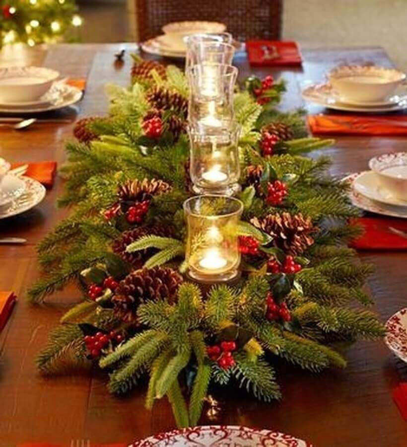 Christmas arrangements for table with pinecones and candles Photo Trendecor