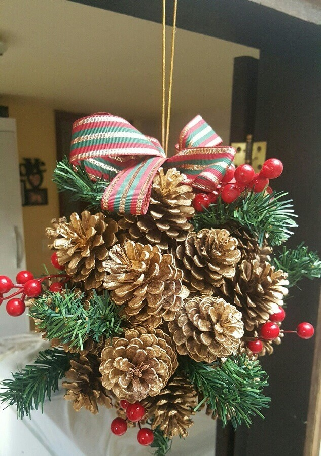 Christmas ornament with pinecone Photo Pinterest