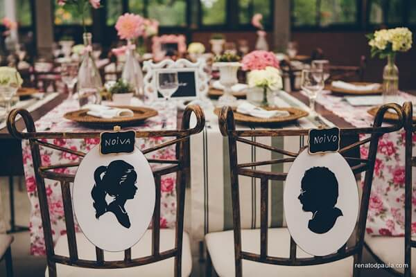 Personalize the name tags of the chairs of the groomsmen with the image of each